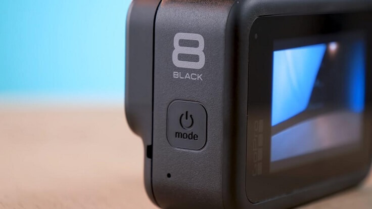 Боковая кнопка включает камеру и переключает режимы