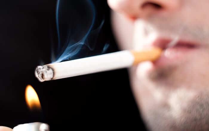 Сервисные центры Apple отказываются ремонтировать технику курильщиков