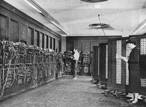Первый компьютер был тяжелее грузовика